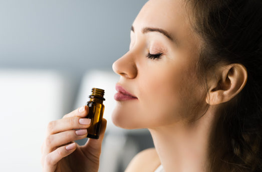 5 Healing Benefits Of Aromatherapy Every Woman Should Know